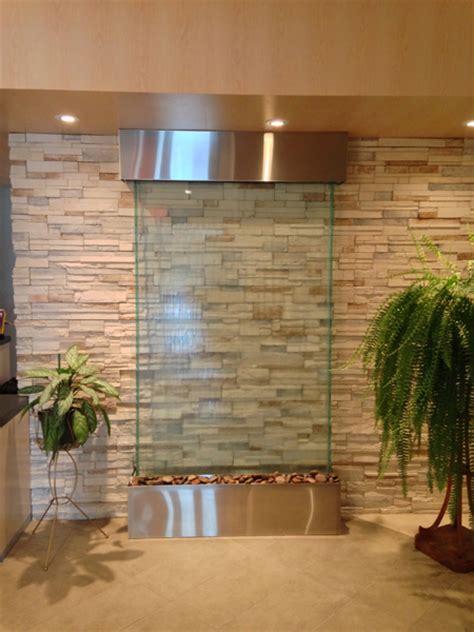 mur en verre interieur mur d eau translucide sur verre