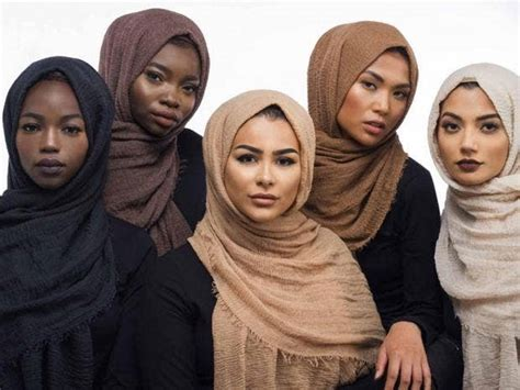 muslim blogger launches range  hijabs  suit  skin