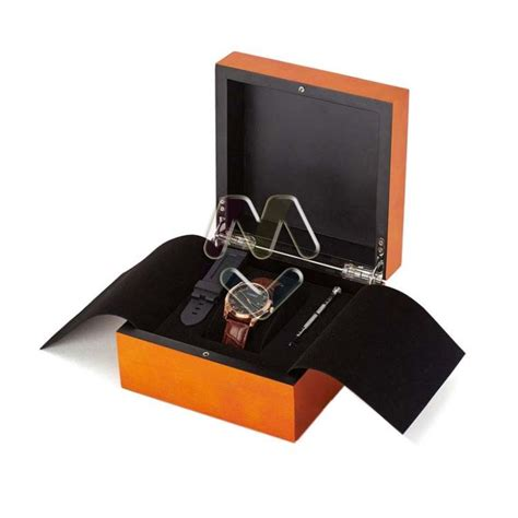 China Cheap Wooden Watch Box Classic with Hinged Lids