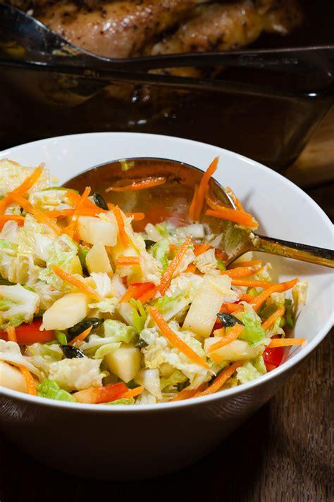 Svaigie piedevu salāti ar ķīnas kāpostu - Egitas virtuve