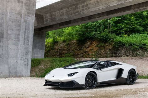 bianco lamborghini aventador 50th anniversario roadster photoshoot gtspirit bianco lamborghini aventador roadster 50th anniversario front side view sssupersports