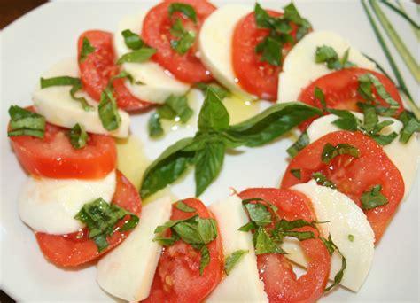 d馗o cuisine originale salade de pates tomates mozzarella basilic 28 images recette pour salade de p 226 tes 171 caprese 187 avec tomates mozzarella basilic sirop