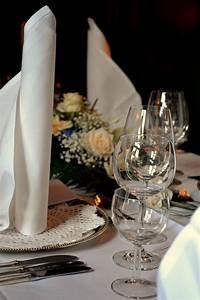 Serviette De Table Blanche : 1001 tutoriels et mod les de pliage de serviette en papier ou en tissu ~ Teatrodelosmanantiales.com Idées de Décoration