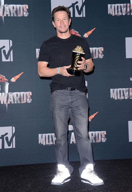 mark wahlberg height  weight celebrity weight page