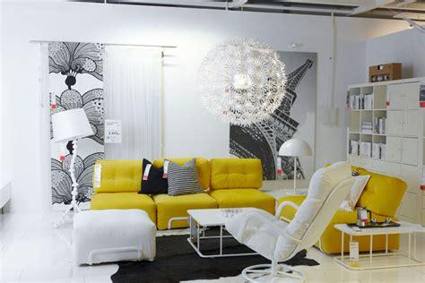 sala decorada em amarelo e branco mundo ikea