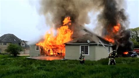 Video from Illinois house fire - Statter911