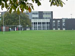 File:Wetherby High School buildings from the East.jpg ...