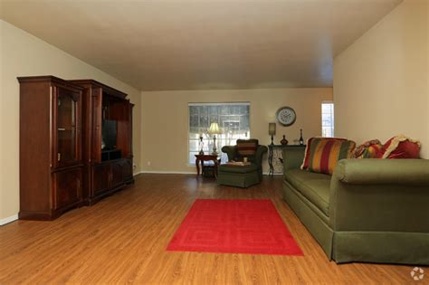 Living Room Sets In Tulsa Ok by Chateau68 Apartments Tulsa Ok Apartments