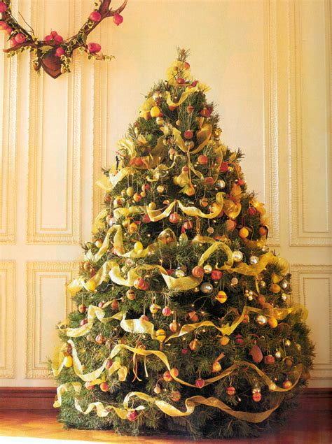 christmas tree decorated whith words trees flohaus