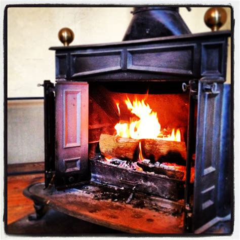 The Franklin Stove and history of Modern Wood Fireplace