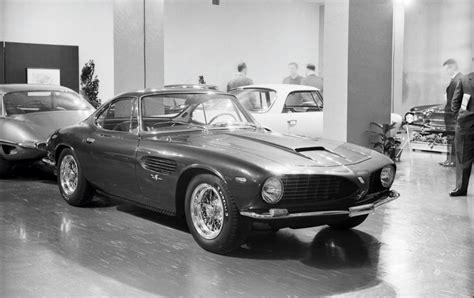 The new v8 2+ coupé from the prancing horse. Onder de hamer: Unieke 'sharknose' Ferrari 250 GT