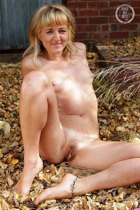 Lovely Amateur Australian Girl Betsy Spreads Her Legs Outdoors Xxx Photo