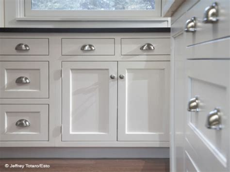 cabinet and drawer pulls images of white kitchen cabinets with pulls and knobs