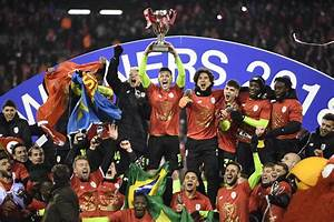 Gr U00e2ce  U00e0 Emond  Le Standard Remporte La Coupe De Belgique En Prolongation Face  U00e0 Genk  0-1