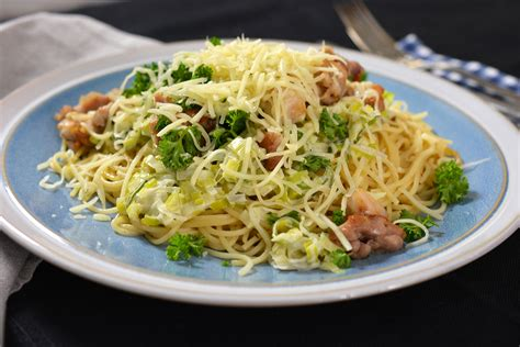 cuisine klein spaghetti met gebakken kip prei en look vtm koken