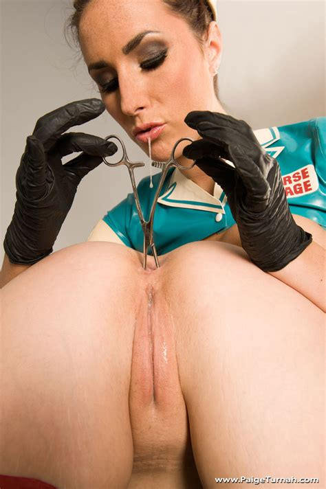 Nurse Paige gives this horny slut a thorough anal inspection - Pichunter
