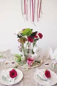 Tischgestecke Selber Machen : pin tischgestecke tischdeko f r hochzeit zum selber machen mit rosen on pinterest ~ Frokenaadalensverden.com Haus und Dekorationen