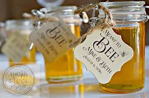 16 unique wedding favor ideas the overwhelmed bride With honey bee wedding favors