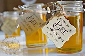 16 unique wedding favor ideas the overwhelmed bride for Honey bee wedding favors