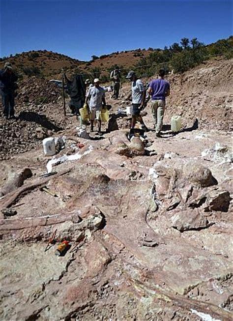 worlds largest dinosaur cemetery discovered  coahuila