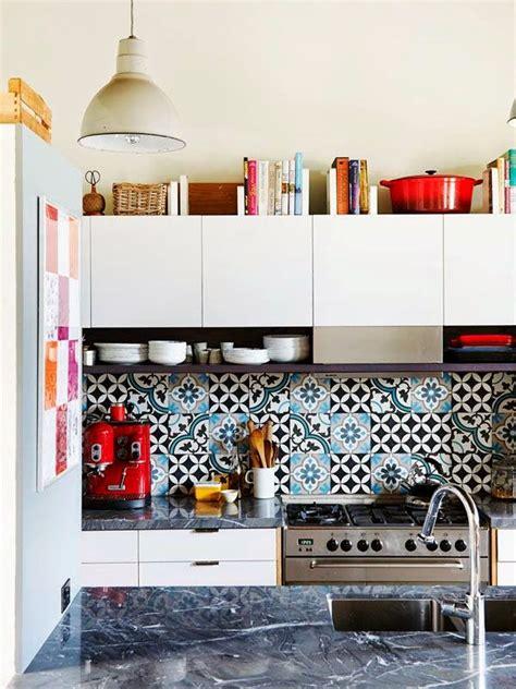 moroccan inspired kitchen design ev dekorasyon hobi mutfakta tezgah arasında desenli 7849