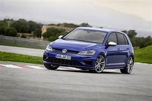 2017 Volkswagen Golf R : 2017 volkswagen golf r frolicks with r variant both get hp boost and new tech autoevolution ~ Maxctalentgroup.com Avis de Voitures