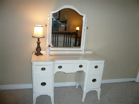 A Look At Antique Vanity With Mirror