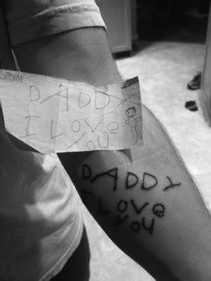 Geniales Tattoo für Väter | think320