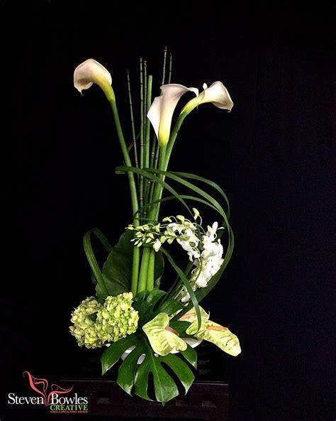 modern flower arrangementcalla lily wedding table