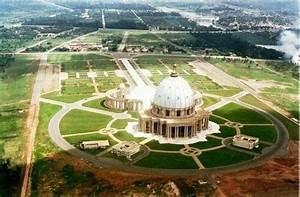Cote Des Timbres Du Monde : l 39 une des plus grande basilique du monde la basilique de yamoussoukro c te d 39 ivoire en vue aero ~ Medecine-chirurgie-esthetiques.com Avis de Voitures