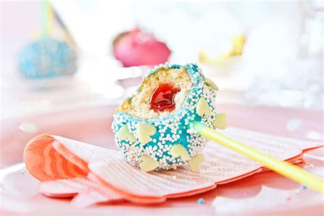 einfache cake pops cake pops selber machen bunt verzieren kuchenlollis anleitung