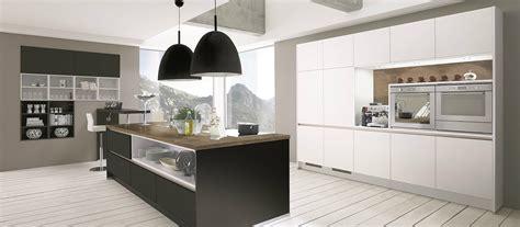 cuisine contemporaine avec ilot aménagement cuisine comment choisir votre plan de travail