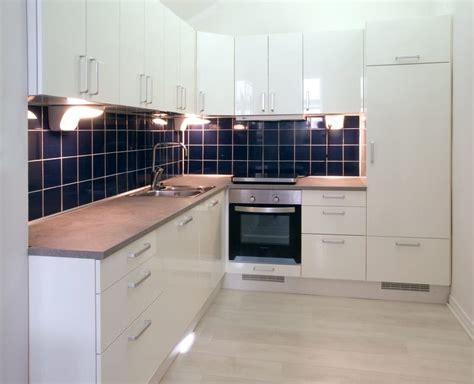pintar los azulejos de la cocina paso  paso  sus ventajas