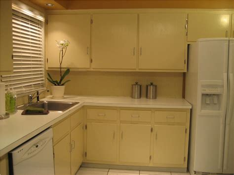 ideas for painting kitchen cabinets painting laminate kitchen cabinets ideas 8963