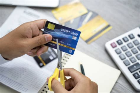 With banks, grocery stores, credit unions, and department stores all offering lines of credit, it can be all too easy to have a collection of credit cards. 3 Valid Reasons to Cancel a Credit Card in USA