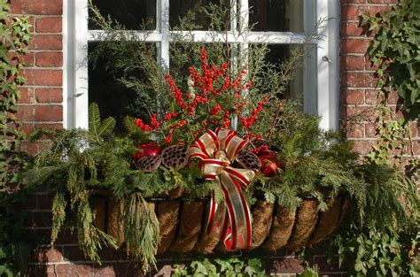 25 outdoor christmas decoration ideas in pictures - Window Box Decorations Christmas Outdoor