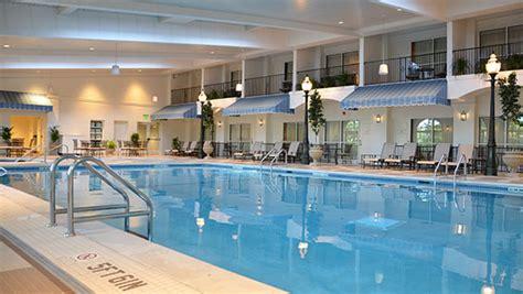 Indoor Pool : Pools & Facilities