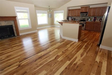 I do NOT like this cabinet / flooring combo, the cabinets