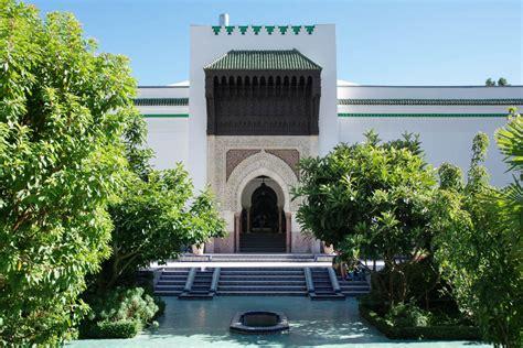 Plus grand lieu de culte musulman français, inauguré en 1926. Une bouffée d'exotisme dans les Jardins de la Mosquée de ...
