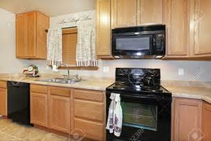 kitchen cabinets colors ideas kitchen kitchen color ideas with oak cabinets and black appliances pergola southwestern