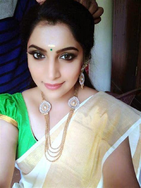 Malayalam Actress Vaigha Selfie Photos In Saree Actress
