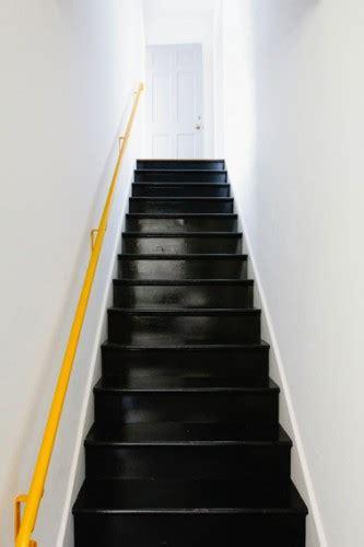 peindre un escalier en bois verni exclusive inspiration repeindre escalier bois peinture couleur on decoration d interieur moderne