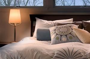 Bett Unterm Fenster : bett unter dem fenster ist das problematisch ~ Frokenaadalensverden.com Haus und Dekorationen