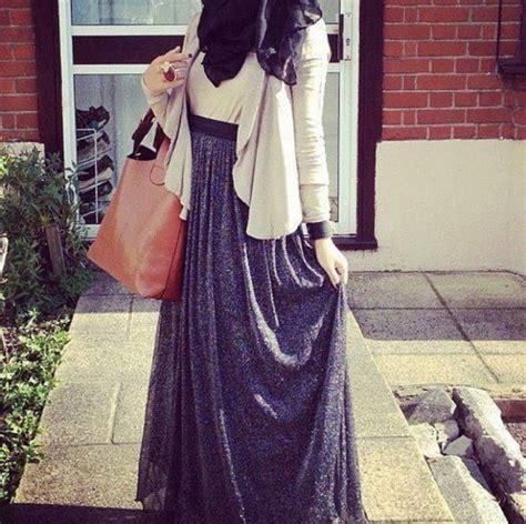 casual hijab outfit grey maxi skirt  white top  white blazer hijabprincess