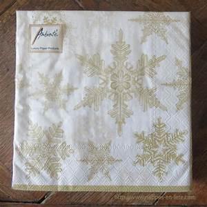 Nappe Papier Noel : serviettes de table nappes en fete ~ Teatrodelosmanantiales.com Idées de Décoration