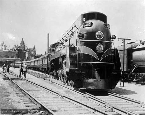 train quittant la gare union  contre  ottawa