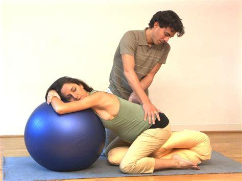 position de la chaise comment soulager une sciatique pendant la grossesse neufmois fr