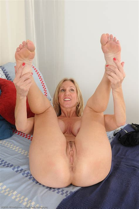 Jenna 2h  In Gallery Hot Mature Jenna S Feet Juicy Pink Pussy And Butthole Picture 3