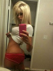 Riley Steele exposing fucking sexy body and huge boobs on ...