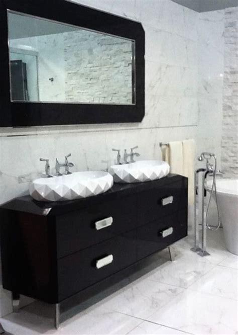 Porcelain Wall Tiles: Porcelanosa Marmol Carrara Blanco